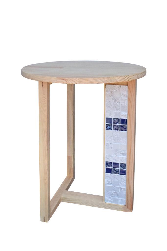 タイルを使った家具の写真