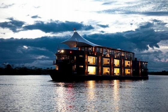 アマゾン川 船上ホテル