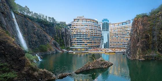 放棄された採石場に作られたホテル
