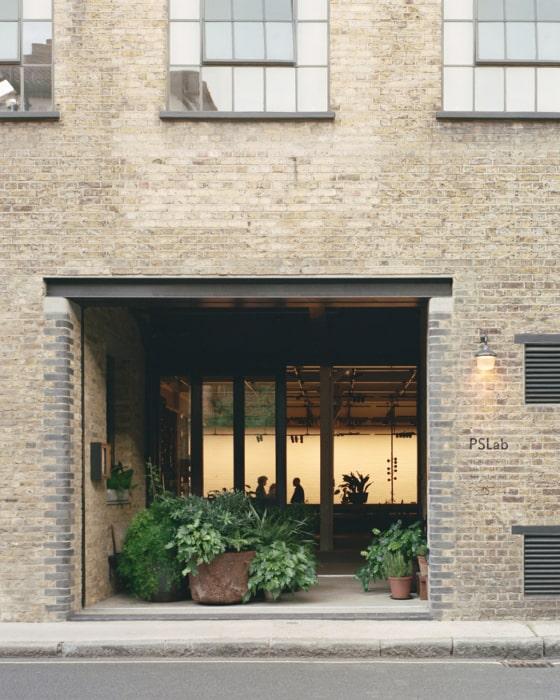 オフィスはビクトリア朝時代の倉庫