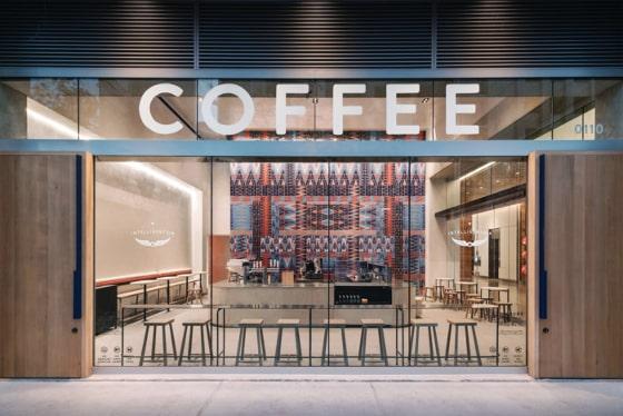 カラフルなレンガのカフェ